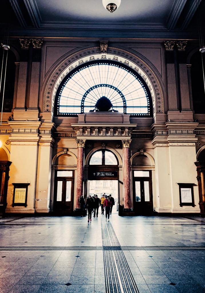 Wartehalle im Bahnhof Keleti Budapest