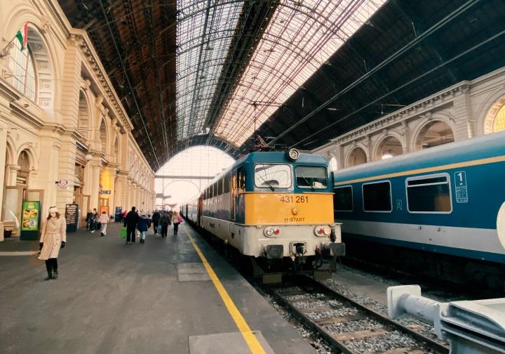 Zug in Bahnhof Keleti Budapest