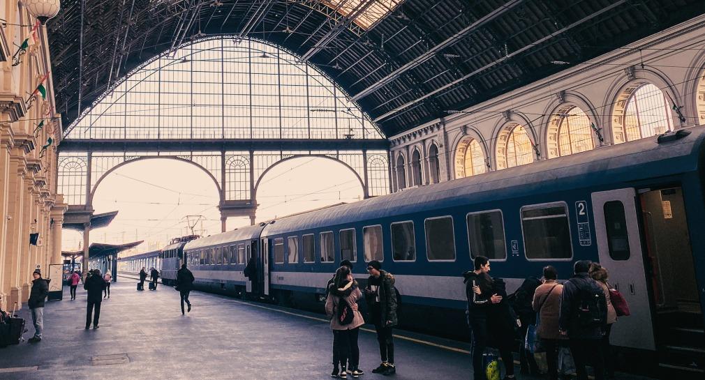 Zugeinfahrt Bahnhof Keleti Budapest